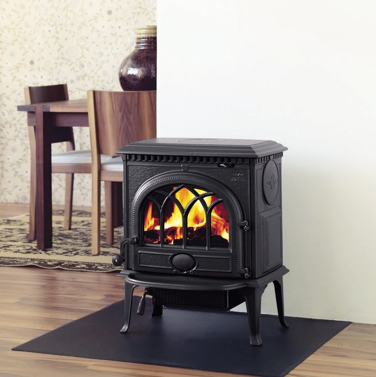 Click to read more about the Jotul F3 cleanburn stove