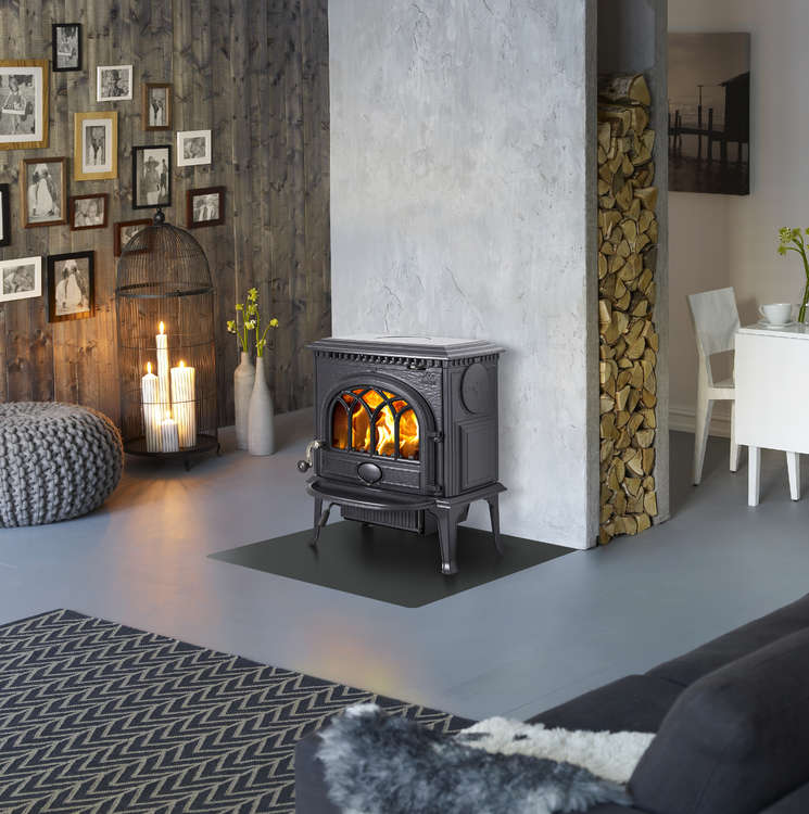 Click to read more about the Jotul F3 multifuel stove