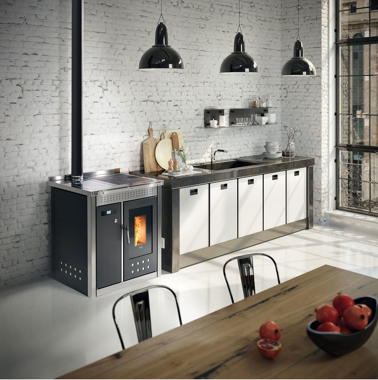 Klover Smart 80 Wood Pellet central heating cooker in black