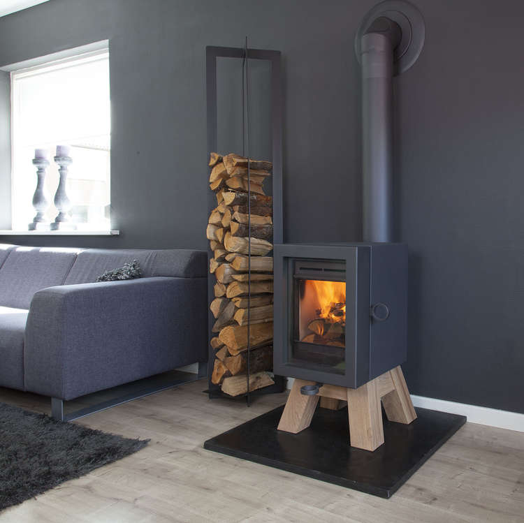 Wanders Oak Stove with a Wood Base